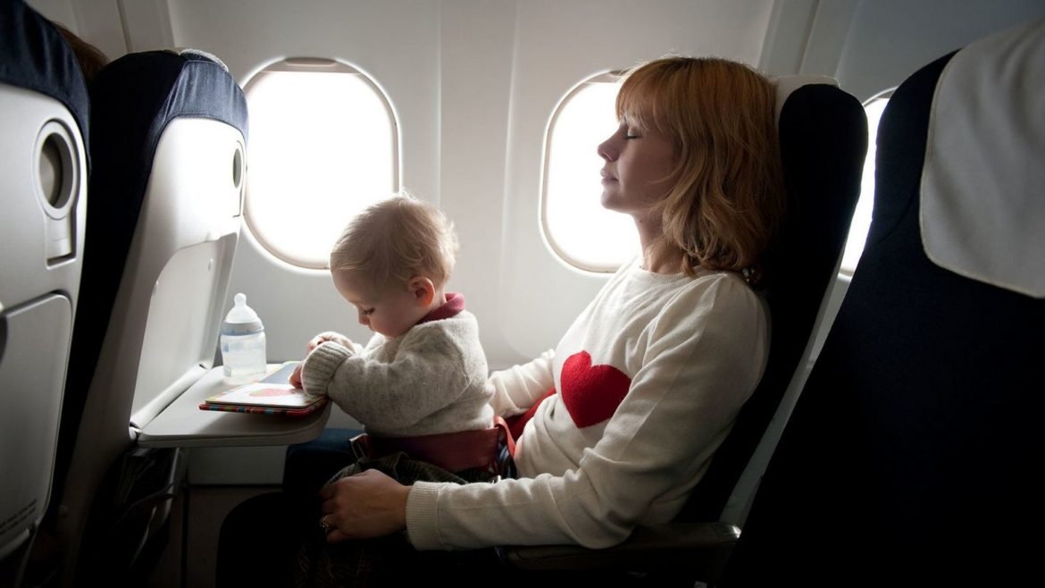 Traveling by plane with babies: practical tips